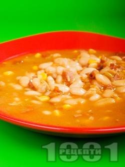 Боб супа по тексаски с пушени свински гърди, чушки и лют пипер - снимка на рецептата